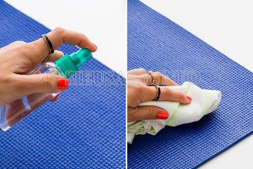 Vệ sinh cho thảm yoga hiệu quả