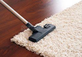 Hút bụi thảm bằng tay đơn giản tại nhà