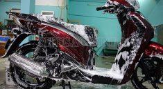 Rửa xe bằng dung dịch tẩy rửa Sumo cho hiệu quả vượt trội