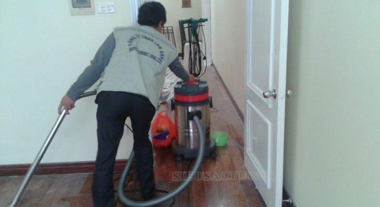 Vệ sinh nhà bằng máy hút bụi công nghiệp cho hiệu quả cao