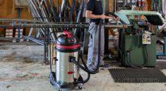 Sử dụng máy hút bụi công suất lớn vệ sinh nhà xưởng