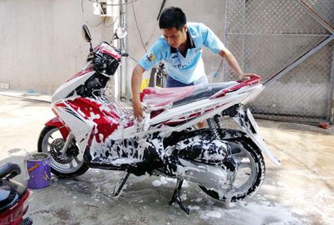 làm sao để rửa xe máy được nhanh