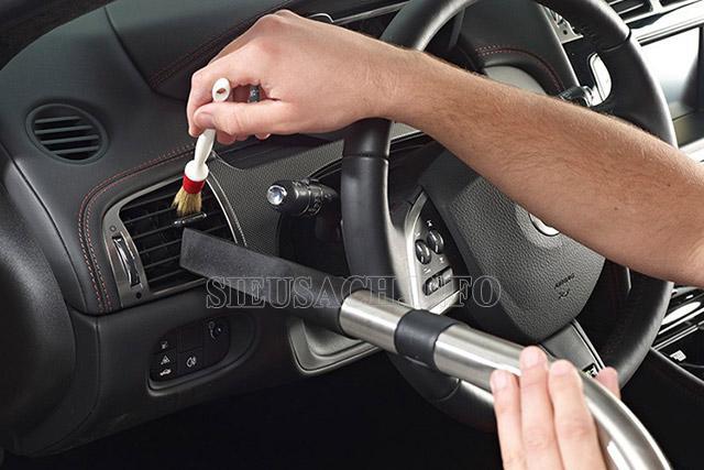 Cần thường xuyên dọn dẹp nội thất cho ô tô