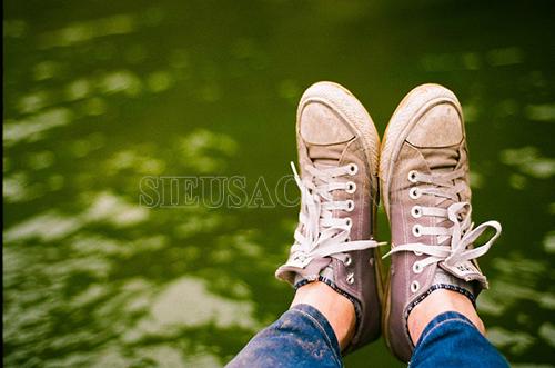 Giày vải không được làm sạch thường xuyên sẽ bị ố bẩn, nhanh hỏng