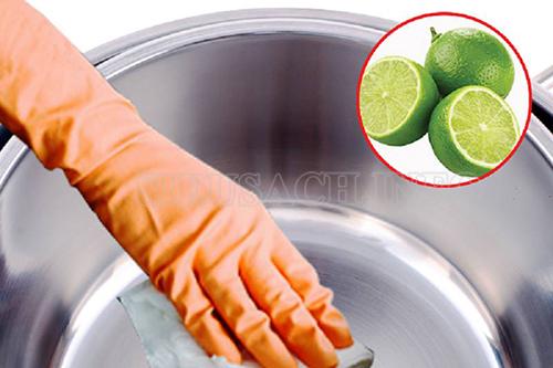Sử dụng chanh để làm sạch nồi inox là cách làm đơn giản và hiệu quả