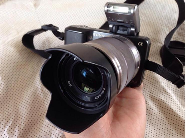 Flash trên máy ảnh có thể bóng của hood