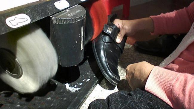 Dụng cụ đánh giày gia đình nhỏ gọn và dễ sử dụng