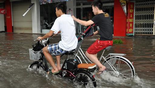 Xe chập điện do bị nhiễm nước