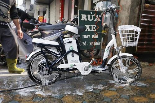 Rửa xe đạp điện đơn giản