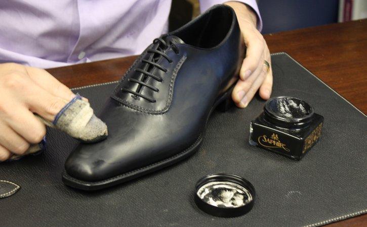 Giúp giày trở nên sáng bóng