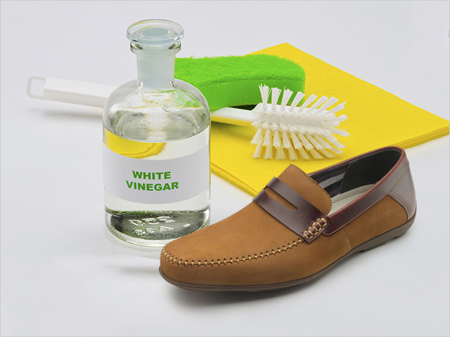 đánh giày da lộn bằng dấm trắng