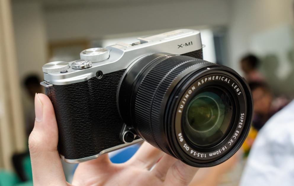 máy ảnh Fujifilm X-M1 mang cảm biến APS-C CMOS