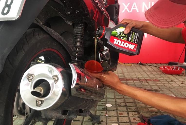 Dùng dầu nhớt cho xe tay ga