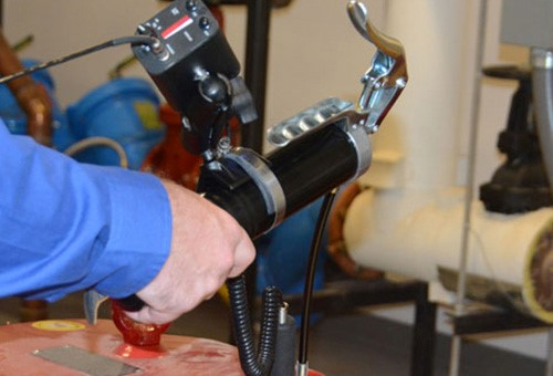 sản phẩm dùng tay để có thể thực hiện nhiệm vụ bơm mỡ