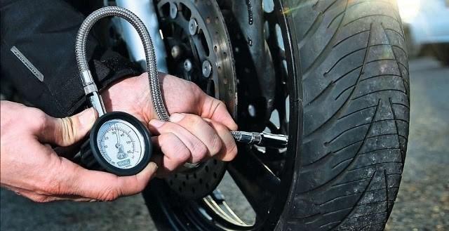 Bơm lượng khí vừa đủ để đảm bảo an toàn cho quá trình di chuyển