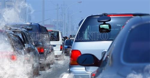 Khói bụi ô tô khiến môi trường ngày càng bị ô nhiễm nặng nề