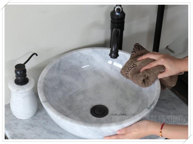 Cọ rửa bồn rửa mặt đúng cách