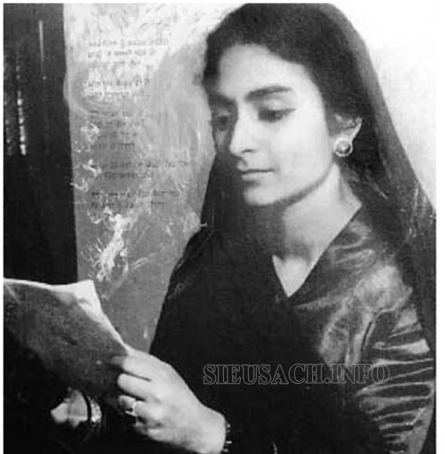 Amrita bắt đầu sự nghiệp viết lách từ khi còn rất trẻ