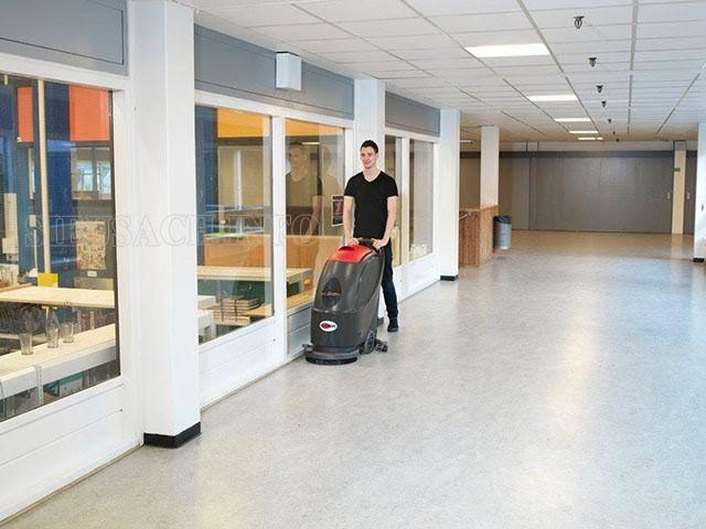 Máy lau sàn công nghiệp giúp làm sạch sàn nhà nhanh chóng