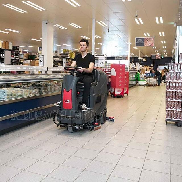 Máy lau sàn nhà công nghiệp giúp tiết kiệm công sức