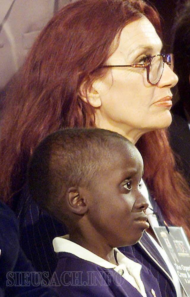 Nkosi Johnson và mẹ nuôi
