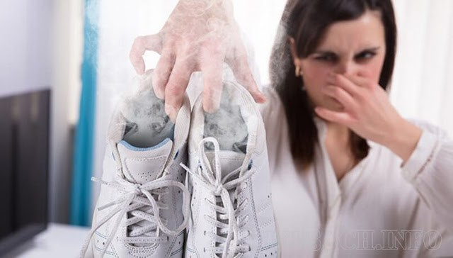 Có nhiều nguyên nhân khiến cho giày bị hôi